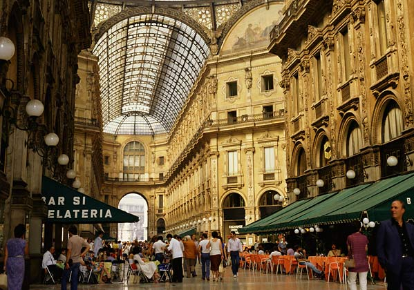 Shopping in milan and rome for Outlet near milan